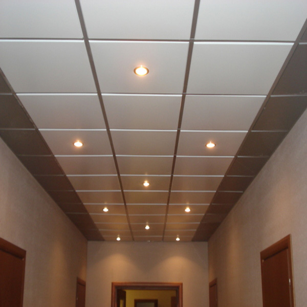 Уход за влагостойкими потолками