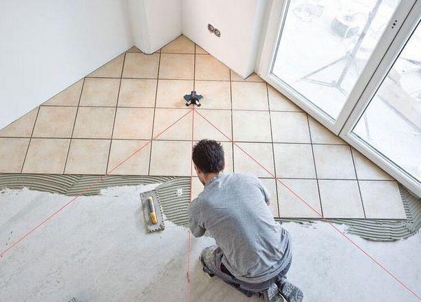 Как уложить керамическую плитку на пол